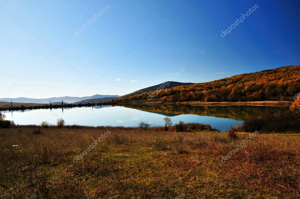 calm autumn  lake with reflection autumn forest on the water — Stock Photo #2785859