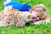 Frau und hund — Stockfoto