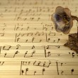 Gramophone on old sheet music — Foto Stock