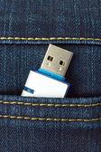Memoria flash nella tasca dei jeans — Foto Stock