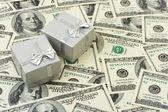 お金の背景のギフト — ストック写真