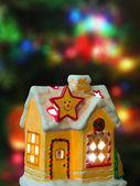 Maison de l'éclairage et l'arbre de noël — Photo