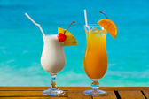 Two cocktails on table — Stock Photo