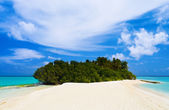 Tropical island and sand bank — Stock Photo