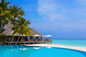 Cafe and pool on a tropical beach — Foto Stock