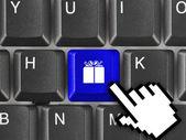 Clavier d'ordinateur avec clé cadeau — Photo