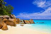 Tropical beach at island Praslin, Seychelles — Stock Photo