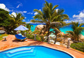 Pool in hotel at tropical beach, Seychelles — Stock Photo