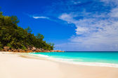 Tropical beach at island Praslin, Seychelles — Stock Photo