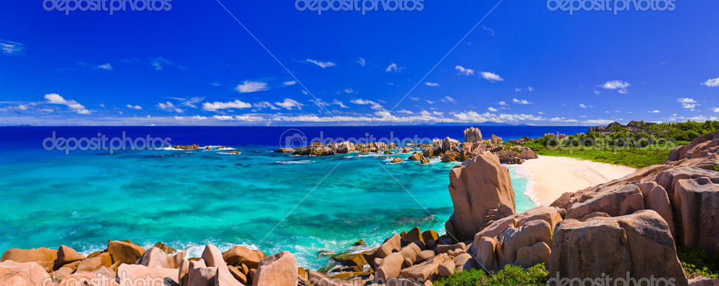 Panorama of tropical beach at Seychelles - nature background — Stock Photo #4280528