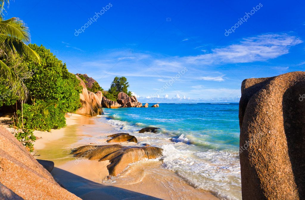 Tropical beach Source D'Argent at Seychelles - vacation background — Stock Photo #4725370