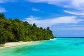 Ocean and tropical beach — Stock Photo