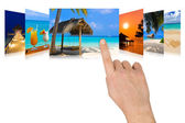 Hand scrolling summer beach images — Foto de Stock