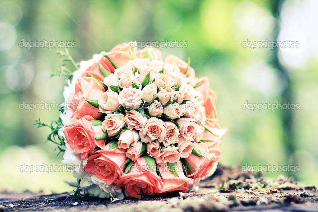 Wedding bouquet on the background of wood — Stock Photo #3656322