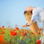 Girl in flower field — Stock Photo #2756067