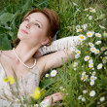 Bride on grass — Stock Photo #2756098