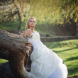 Bride n forest — Stock Photo