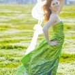 Fashion model in field — Stock Photo