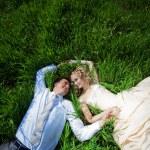 Wedding couple in grass — Stock Photo