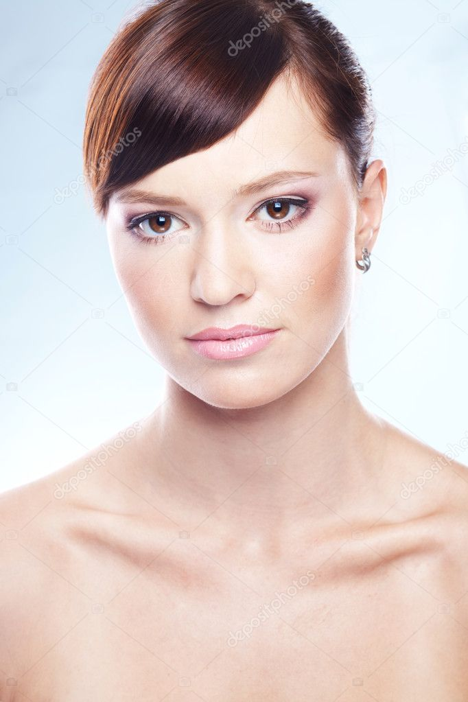 Portrait of young beautiful woman — Stock Photo #2772557