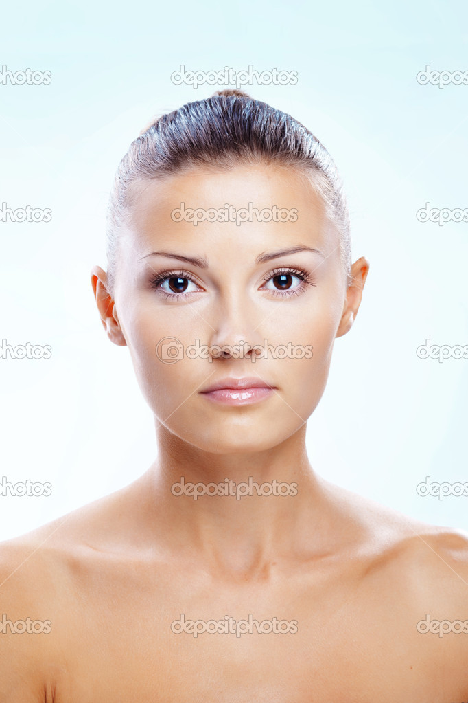 Portrait of beautiful woman with clear skin — Stock Photo #2775142