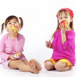 Kids eating apples — Stock Photo #2788373
