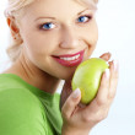 Frau Betrieb Grüner Apfel — Stockfoto