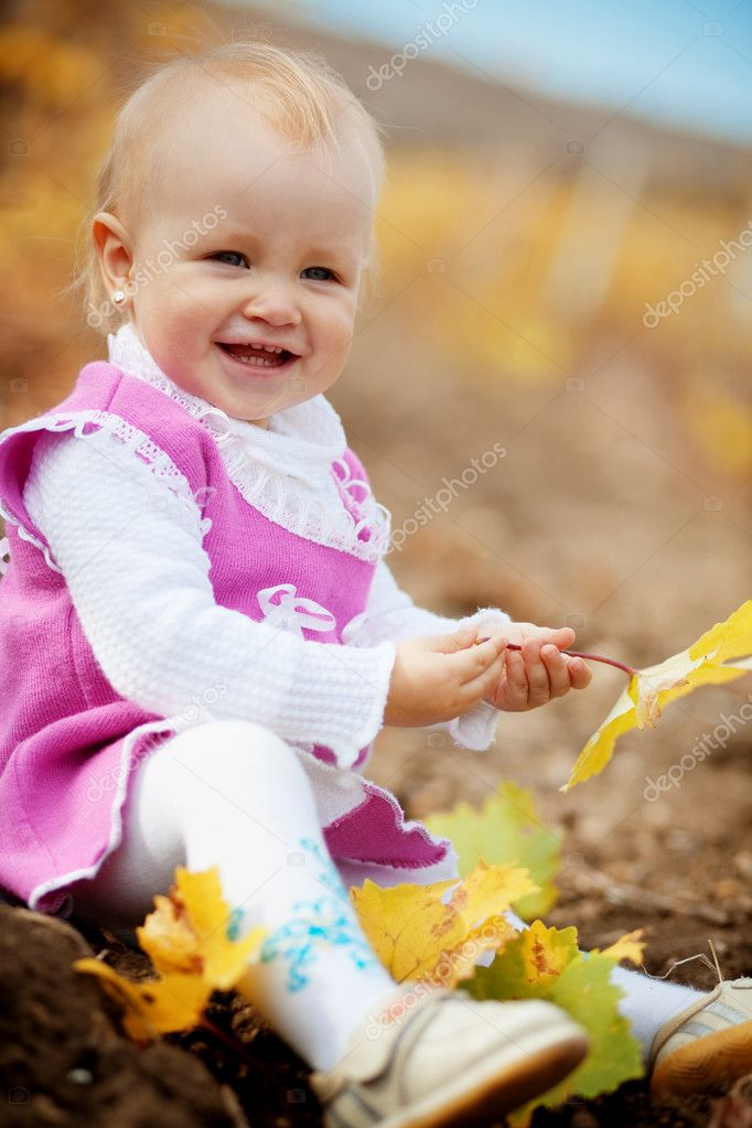Portrait of little cute child in autumn — Stock Photo #2780399