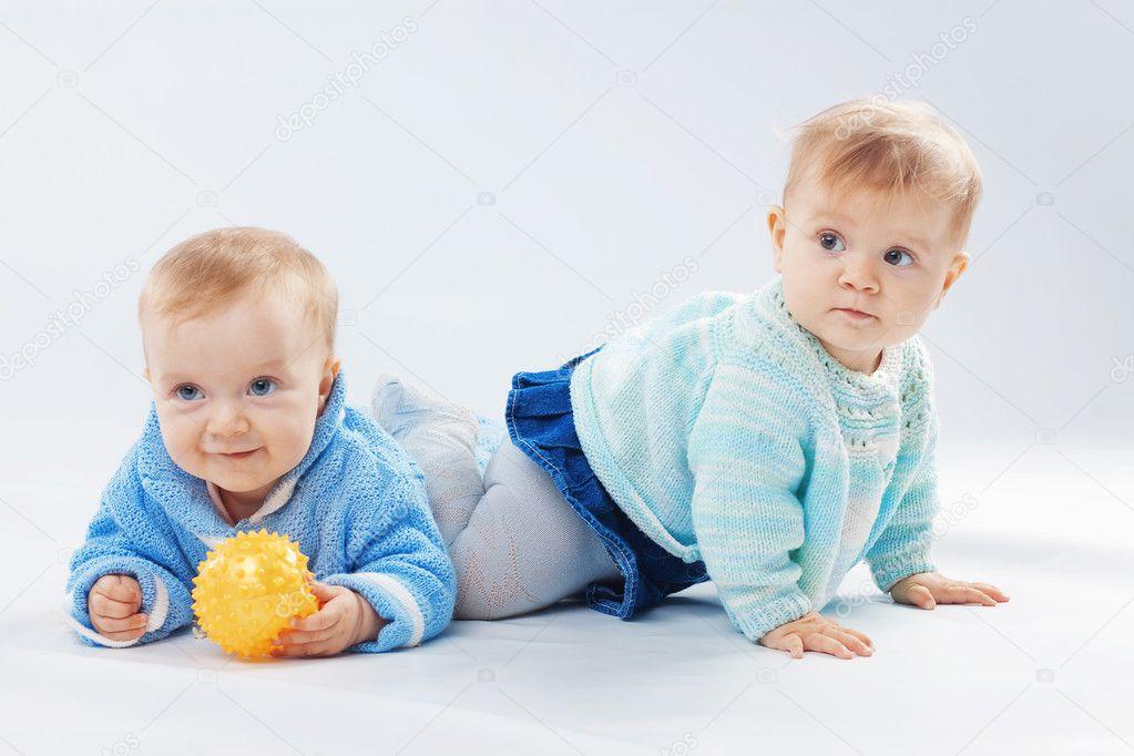 双胞胎表情包微信小孩