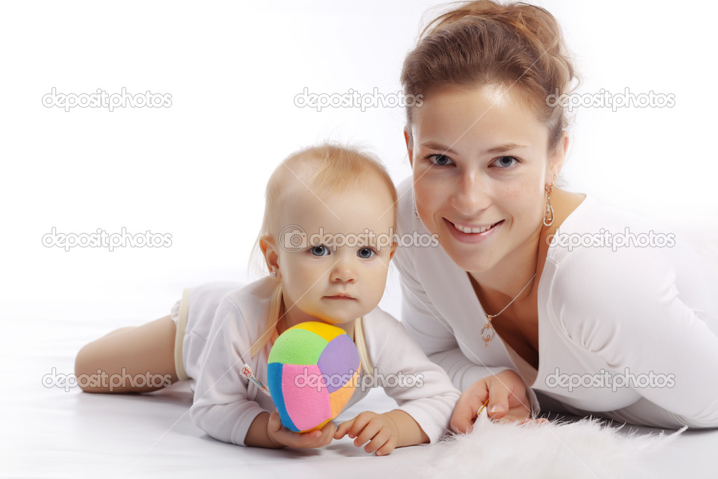 Young mother with her baby over white — Stock Photo #2784066