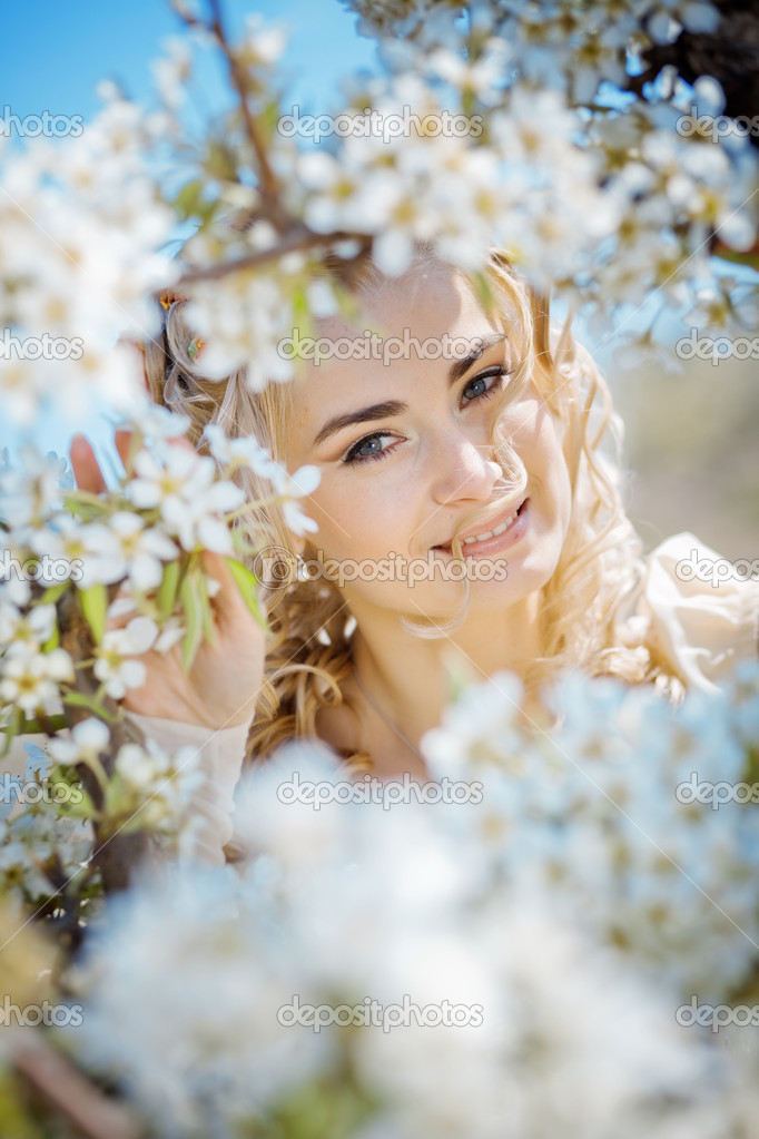 Portrait of beautiful blond bride in spring blossom — Stock Photo #2787690