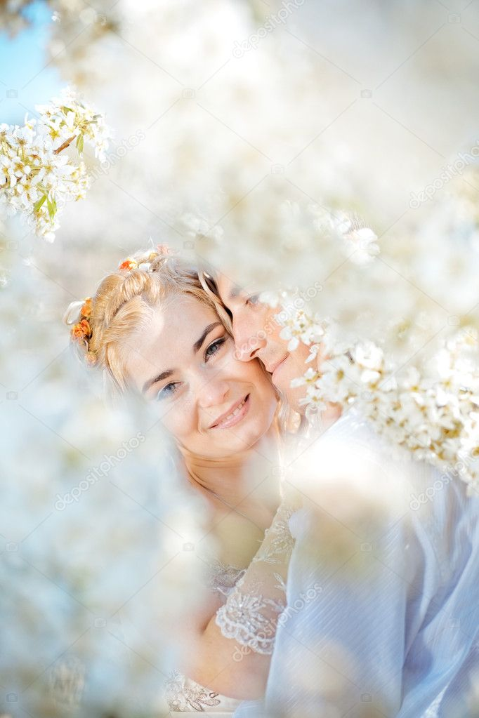 Kissing wedding couple in spring nature close-up portrait — Stock Photo #2787704