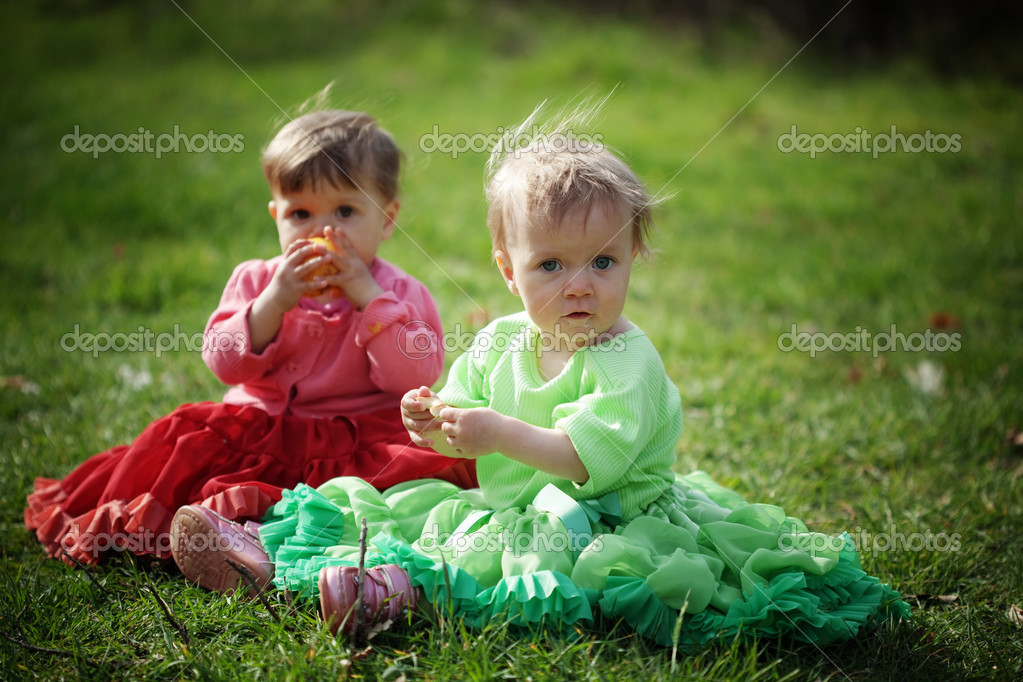 Group of happy kids outdoors — Stock Photo #2838517