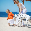 Foto Stock: Family at beach