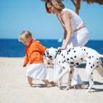 Family at beach — Stock Photo