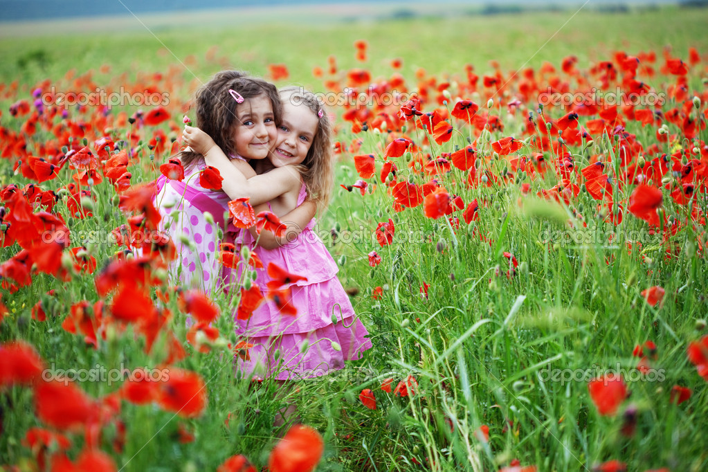 Cute children in poppy field — Stock Photo #3163346