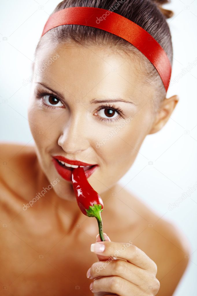Beautiful woman with red lips holding chilli pepper — Stock Photo #3193797