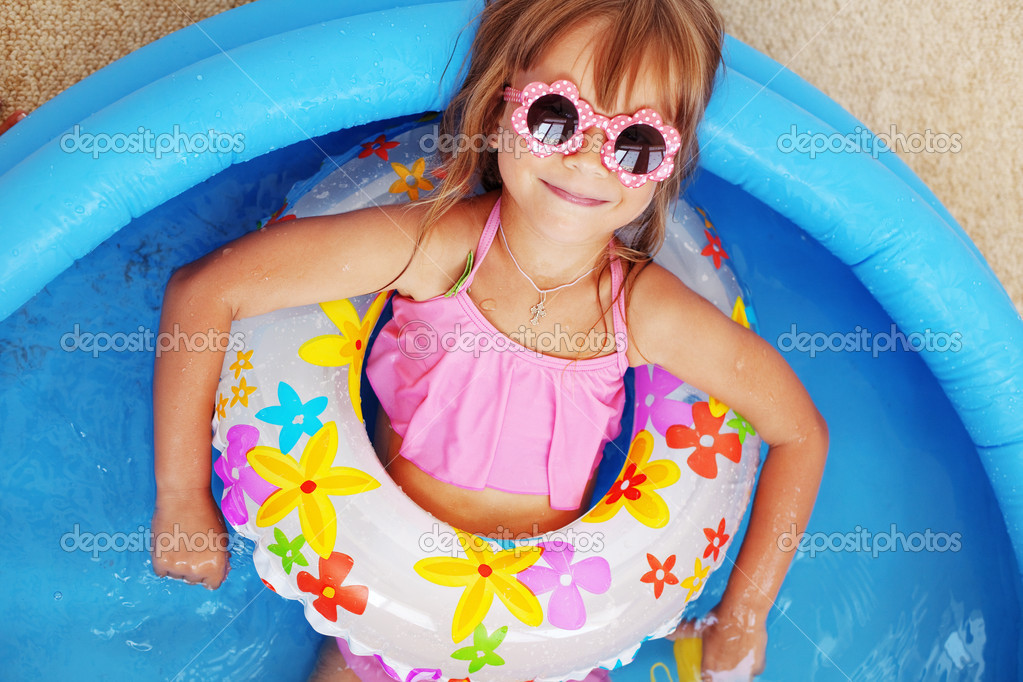 Child playing in swimming pool — Stock Photo #3631230