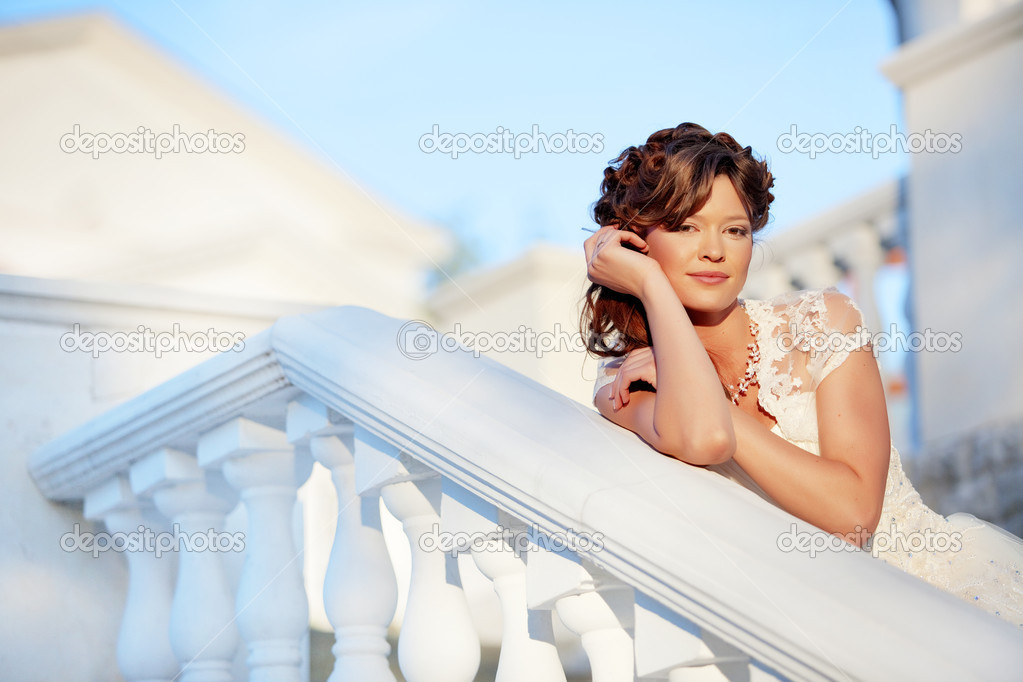 Beautiful bride in her wedding day — Stock Photo #3902229