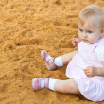 Little girl in sandbox — Stock Photo