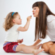 Daughter put on lipstick — Stockfoto