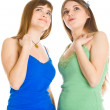 Two teenage girls looking up — Stock Photo