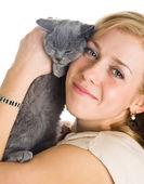 Gattino e giovane bella donna — Foto Stock