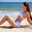 mooi meisje op strand — Stockfoto