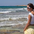 Woman in sunglasses is looking to the sea — Stock Photo