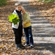A boy with a girl are in the park — Stockfoto