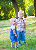 Brothers are staying in the park — Stock Photo