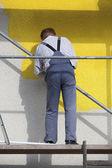 Trabajador en el andamio — Foto de Stock