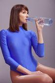 питьевая вода из бутылки — Стоковое фото
