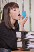 Secretary putting makeup — Stock Photo
